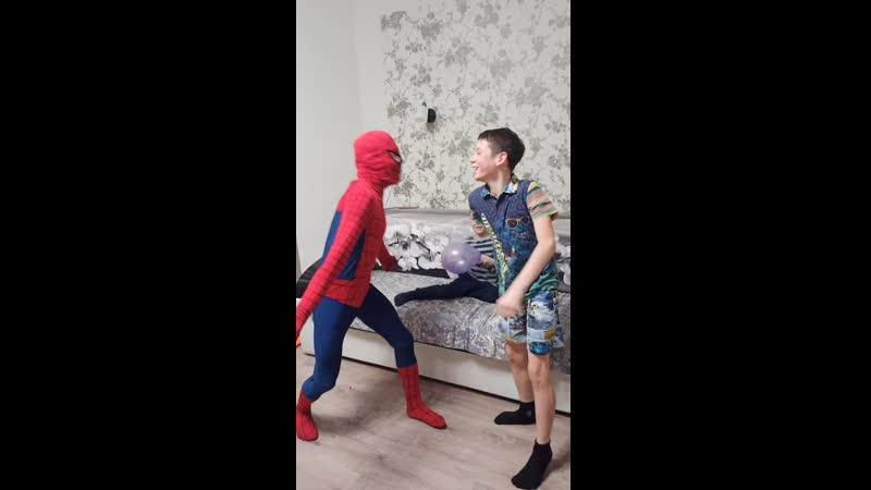 танцы с Человеком Пауком