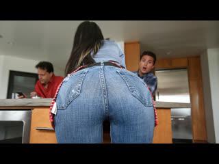 [FamilyStrokes] Горячая мамка Melissa Lynn с сыном [sex porn blowjob big tits ass milf doggy incest cumshot порно секс инцест]