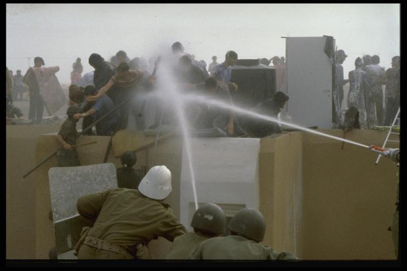 Депортация вылилась в столкновения армии и полиции с горожанами.