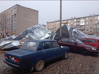 ПАДЕНИЕ КРЫШИ НА ТРУДА-13 В ШЕКСНЕ.