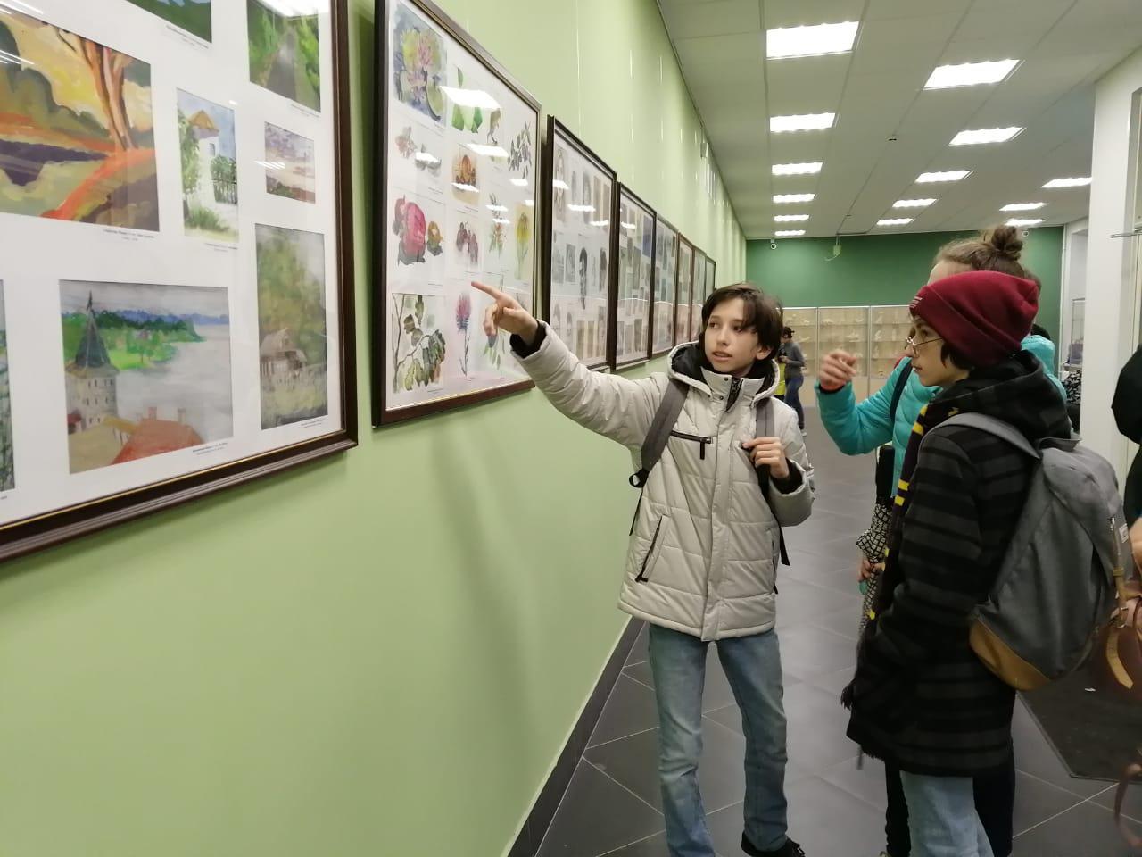 Гости детской школы искусств в Кузьминках насладятся выставкой «Лето-2019»