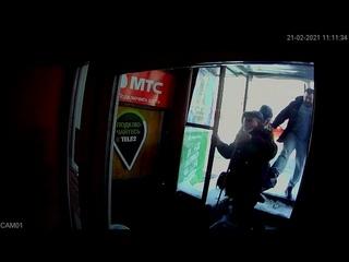 В Кирове мужчина пнул в спину слабовидящего инвалида