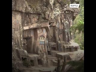 Отшельник вот уже более 40 лет высекает картины в скале посреди джунглей Никарагуа