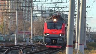 Электровоз ЭП20-038 с фирменным поездом Премиум №102 Москва - Адлер