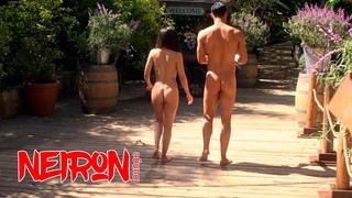 Люцифер, Хлоя и Элла у нудистов, полностью голые ведут допрос. Обнаженные актеры из сериала Люцифер