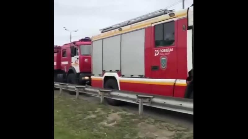 Два десятка пожарных расчетов двинулись в Рязанскую область из Москвы чтобы помочь тушить пожар Всего в зону горящего склада б