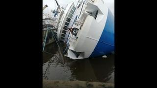 На судостроительном заводе под Петербургом опрокинулся корабль