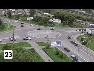 Чиновники заменили перекресток на круг, из-за чего повысилось количество аварий