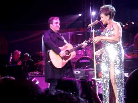 Dame Shirley Bassey. Electric Proms 2009. Apartment Live.