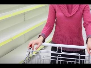 На голодном пайке: почему жители поселка под Мурманском остались без продуктов?