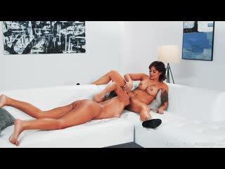 MILF, Older / Younger, Pussy Licking, Lesbian, Massage, Big Tits, 1080p