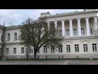 Прогулка с Natalex/400: сумерки в саду Президентского дворца. #vilnius