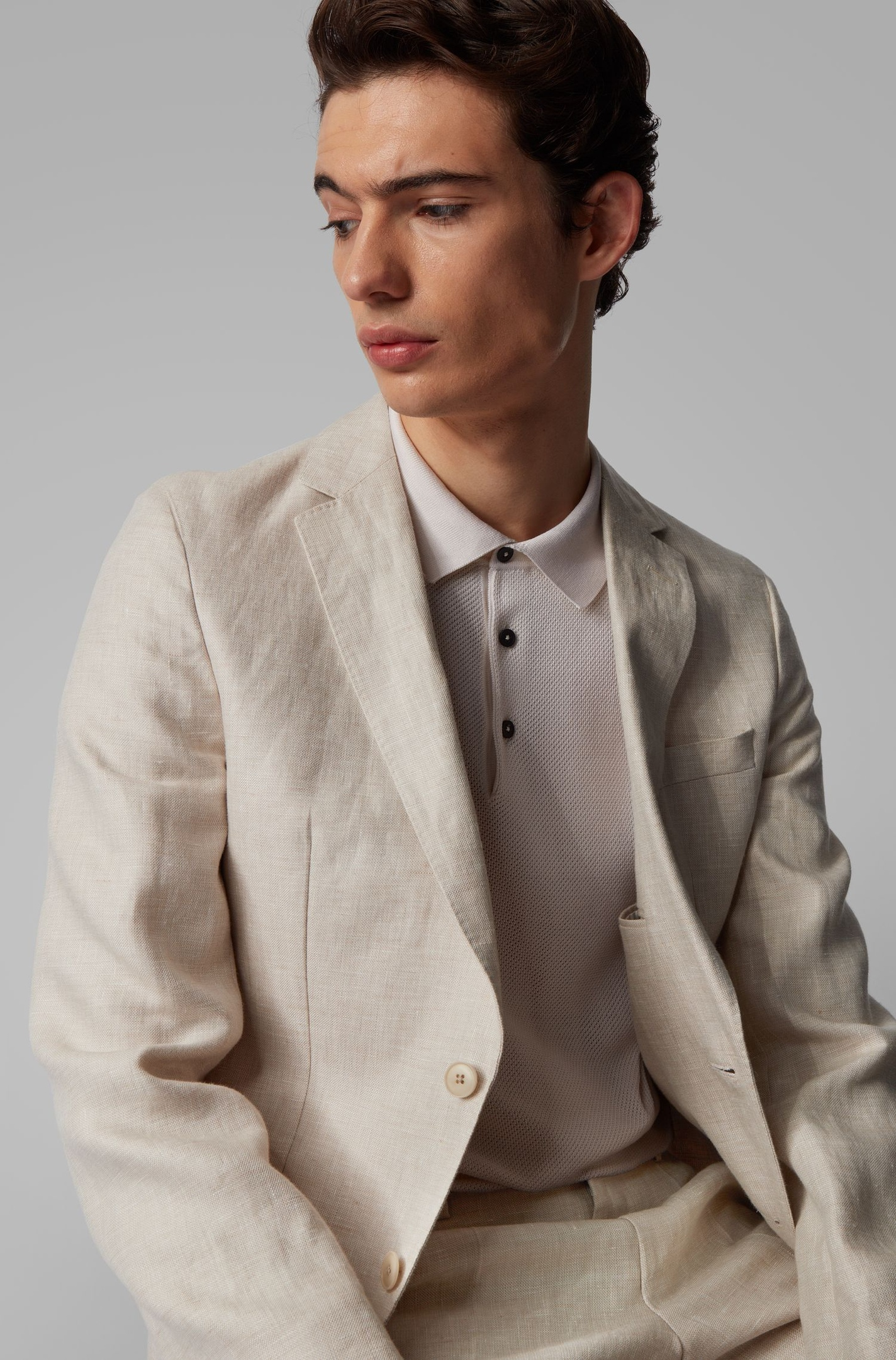 HUGO BOSS выпустил свой первый веганский мужской костюм, одобренный PETA, изображение №1