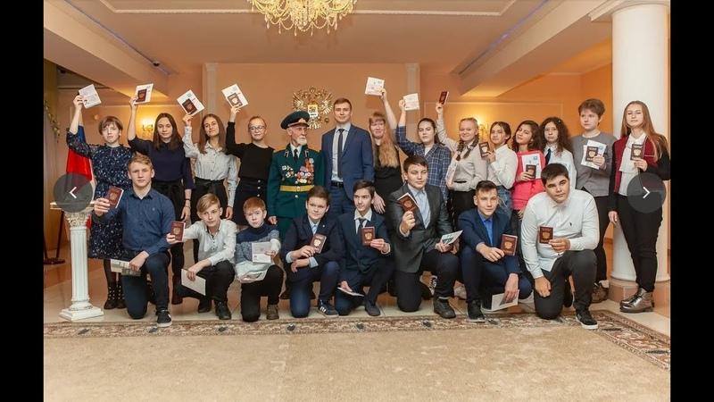 Ветеран Вооруженных Сил СССР вручил первый документ жителям Орехово Зуево