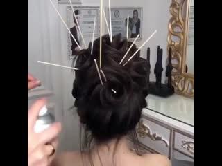 Демонстрация как создаются классные и красивые причёски