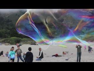 Giant Stinson Beach Bubbles (Гигантские мыльные пузыри)
