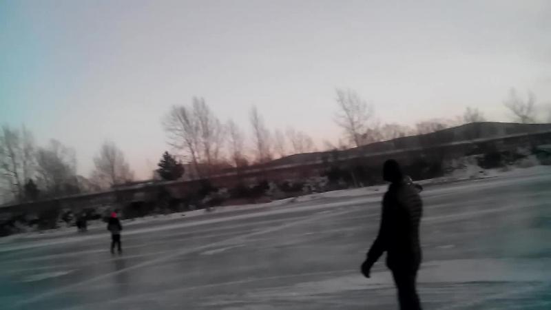 Тренировка мотоциклистов на льду 11 февраля 2015 года в Красноярске мотогонкинальду спидвей