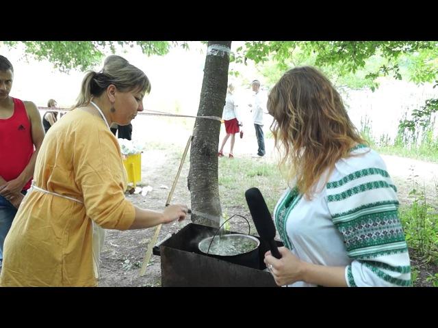 Відеорепортаж. Фестиваль «Живий Вогонь» нагодував учасників козацькими стравами Козацька кухня
