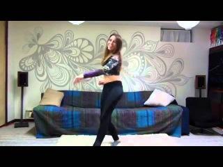 Девченка танцует под любую музыку