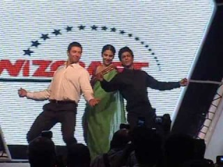 Lucky Vidya Balan Dances With Shah Rukh Khan And Hugh Jackman At FICCI - Latest Bollywood News
