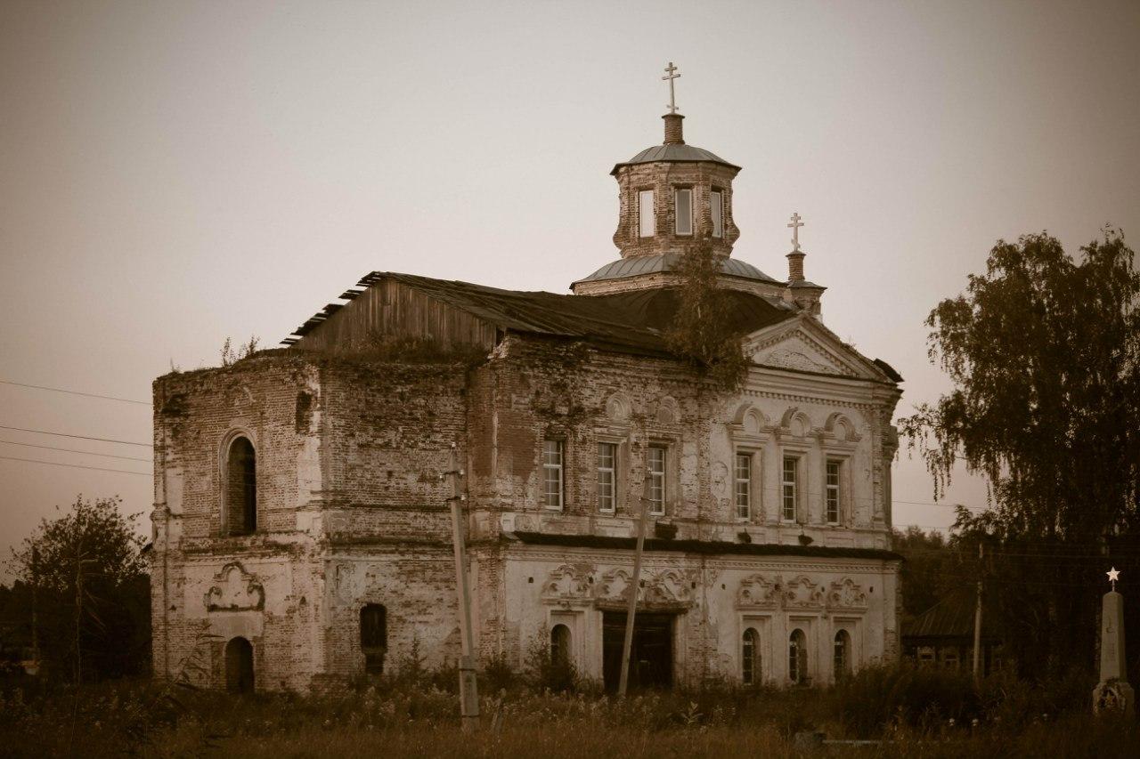 Заброшенный храм в Свердловской области.