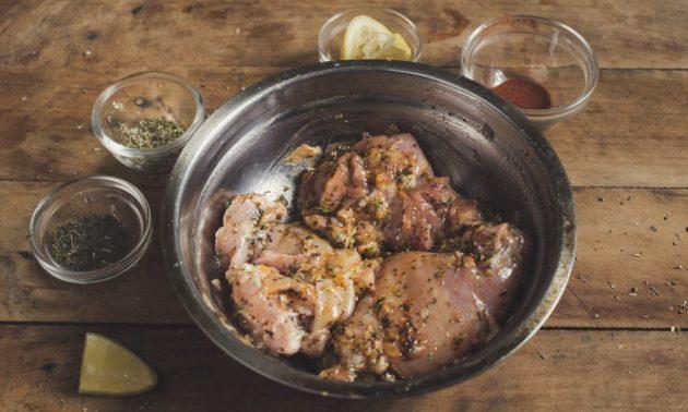 Как приготовить гирос с курицей и йогуртовым соусом, изображение №2