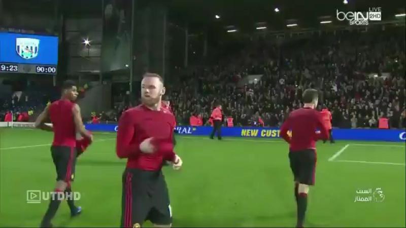 UNITED ROAD | Игроки Манчестер Юнайтед дарят болельщикам футболки
