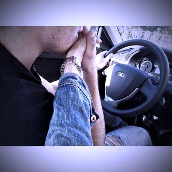 картинки когда держатся за руку в машине имеет дополнительную