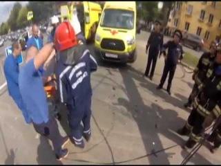 Спасатели достали пострадавшего из искореженной после ДТП машины