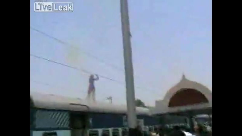LiveLeakcom Man electrocuted on train