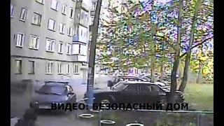 В Пензе на машину упала крыша