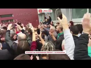Сотни сторонников независимости Каталонии пришли на голосование в Жироне