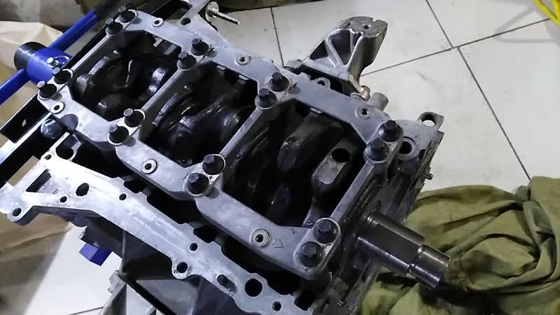 коленвал VQ35DE на монтажной пасте LIQUI