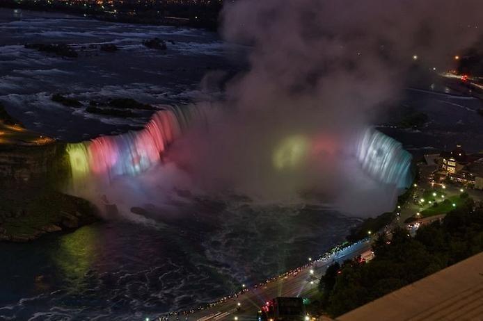 Световое шоу Ниагарского водопада, изображение №4