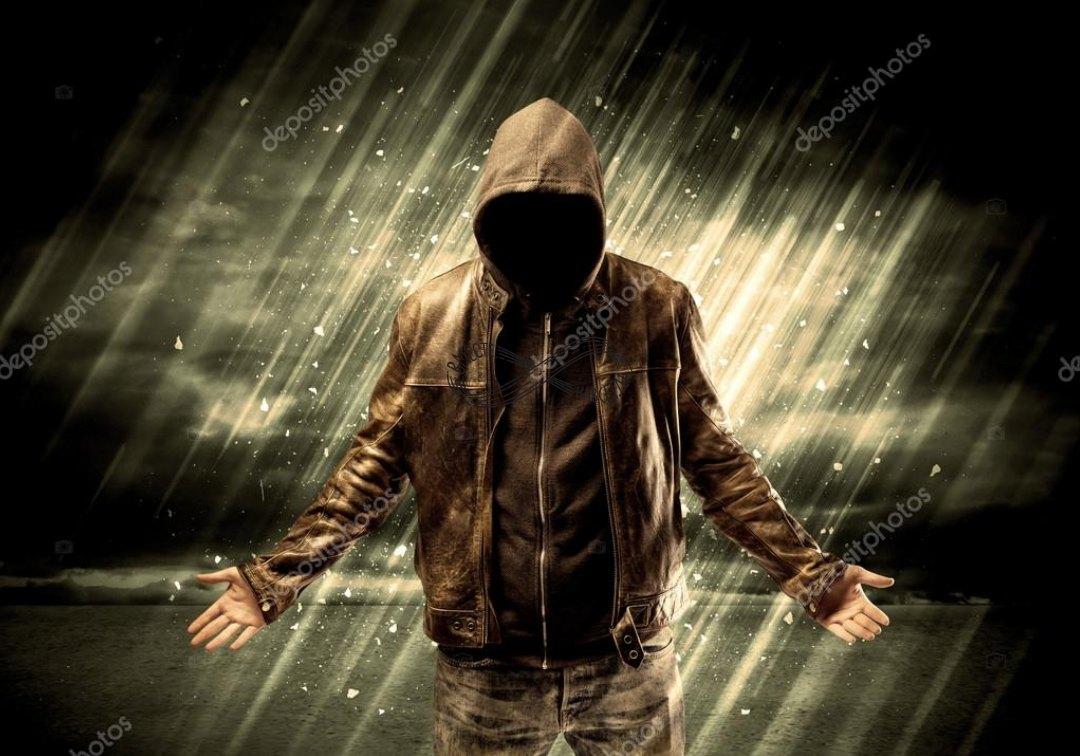 Пацан в капюшоне без лица под дождем