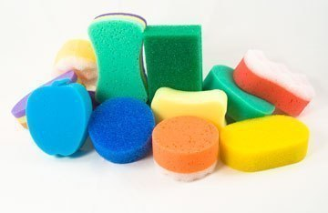 Поделки. Театр из поролоновых губок Для изготовление персонажа для театра вам понадобятся:цветная поролоновая губка,цветная фетровая ткань для мытья посуды,шнуры,ленты,стразы,цветные
