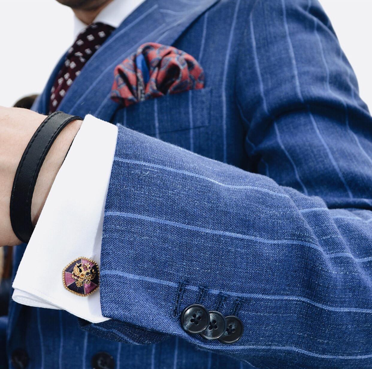 Образ от #Gustavo на осень - темно-синий двубортный костюм в светлую полоску из фланели Vitale Barberis Canonico