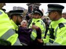 В Корнилов Британская полиция жестоко подавляет восстание фанатов Греты Тунберг