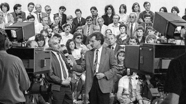 На съемках программы «Тема», 1992 год. Смотрели эту программу