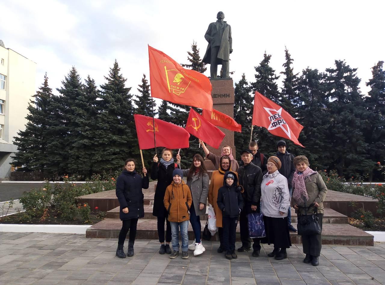 В Сызрани прошла акция в честь Дня Комсомола