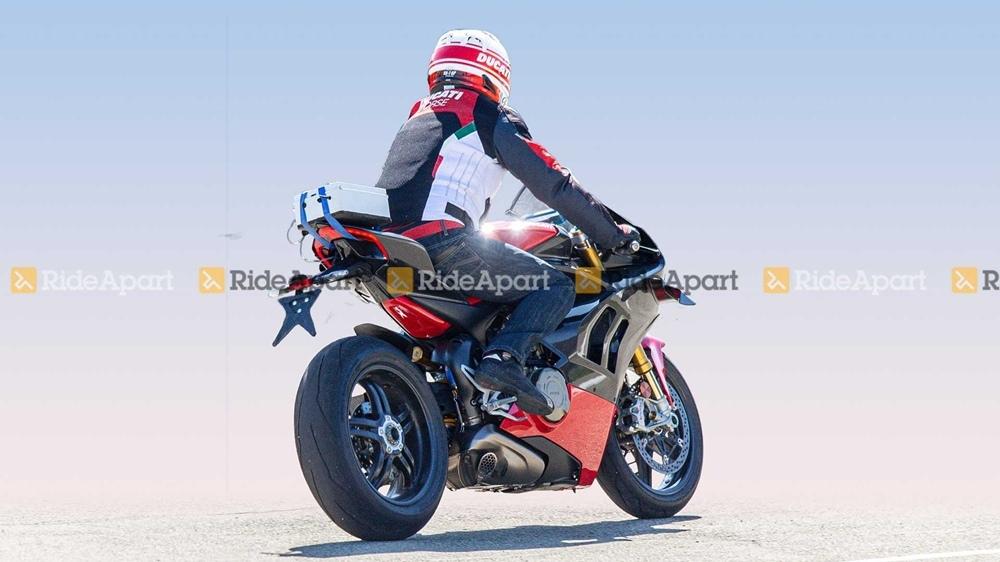 Шпионские фото Ducati Panigale V4 Superleggera