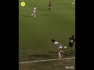 Классный финт из женского футбола