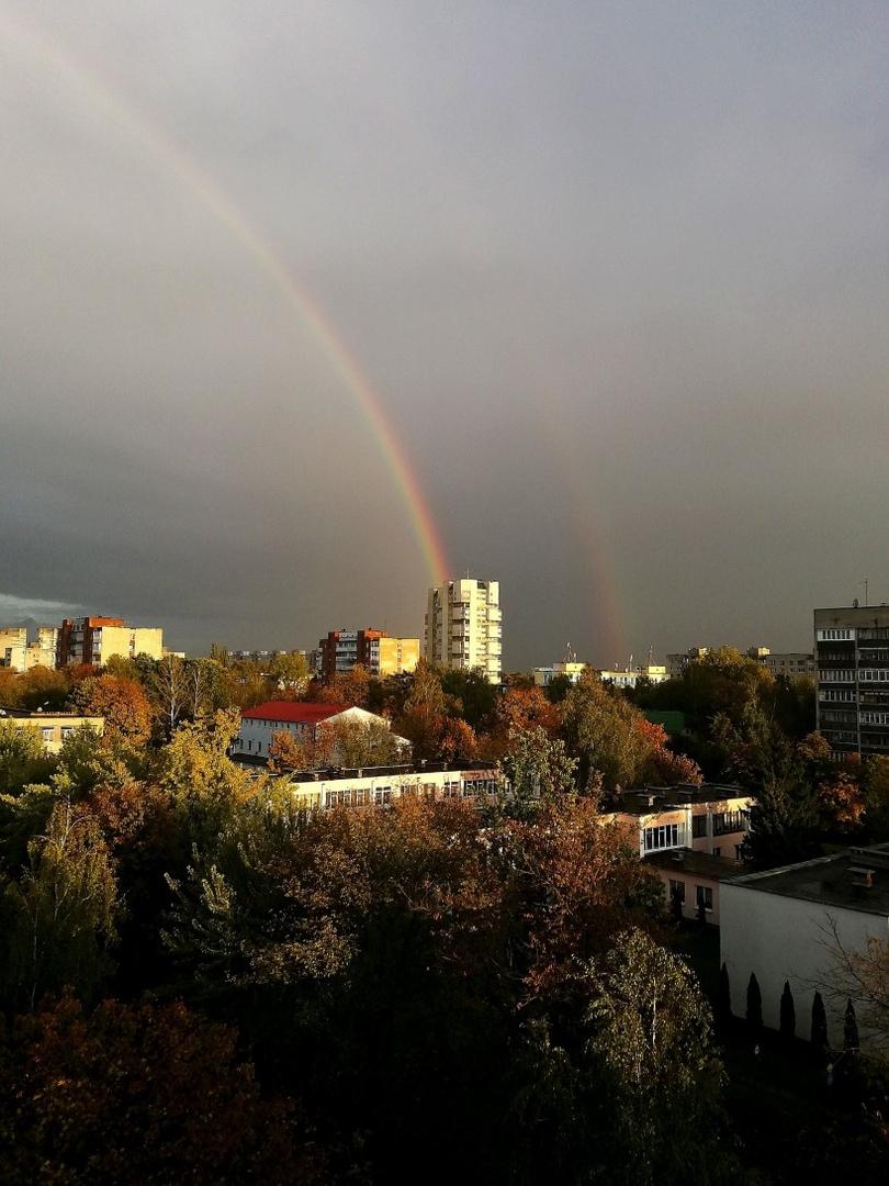 Пользователи делятся фото красивой двойной радуги над Брестом