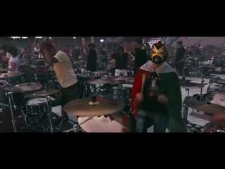 1000 музыкантов собрались, чтобы сыграть We Will Rock You группы Queen