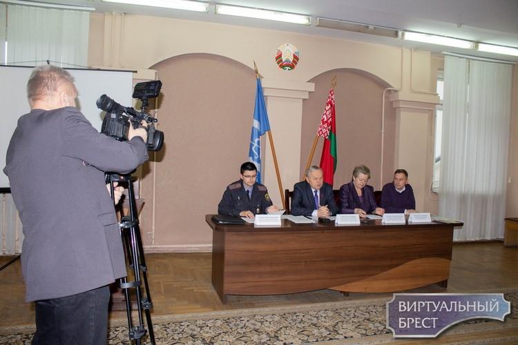 Накануне Всемирного дня борьбы против СПИДа в Брестском областном ЦГиОЗ состоялась пресс-конференция