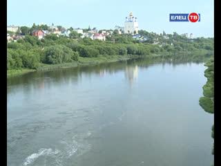 Откуда на реке берется пена, и когда спортивная площадка возобновит свою работу