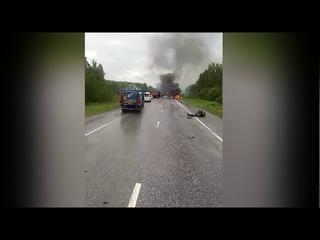 На Серовском тракте после столкновения загорелась легковушка