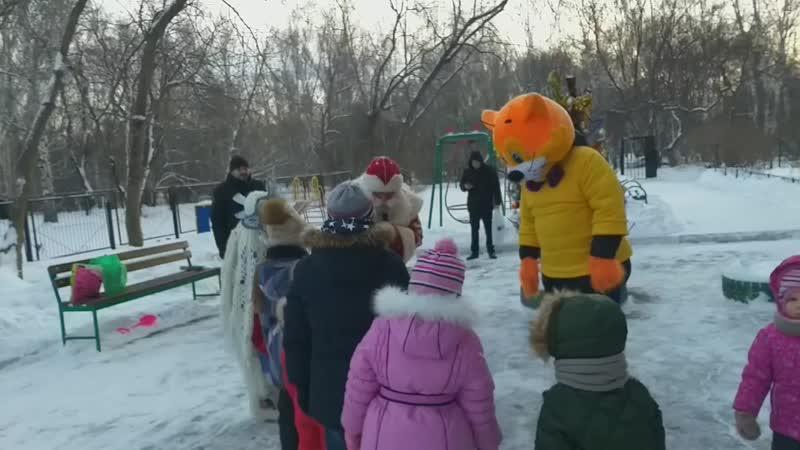 Кот Леопольд на празднике двора