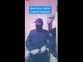 Студент МВД показал в TikTok как правильно подбрасывать наркотики