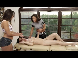 Gracie Glam, Abella Danger, RayVeness - Волшебный массаж мам